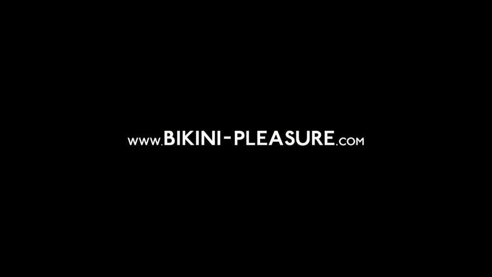 Hot Girl Takes Off Bikini - Gwen Polanska