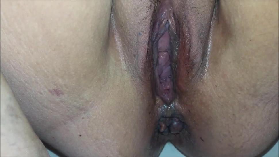 Chubby mature pissing like a fountain closeup