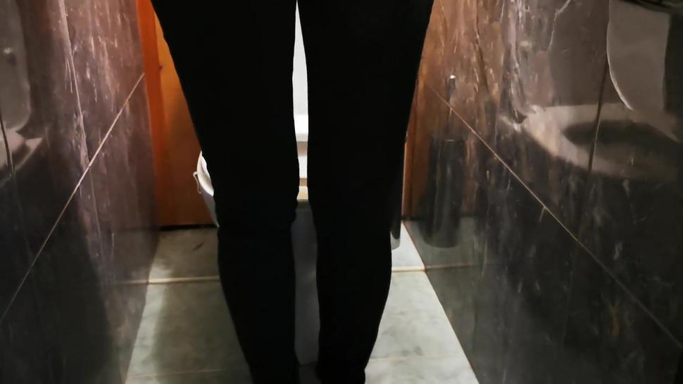 Topless wife pissing in the toilet 60fps