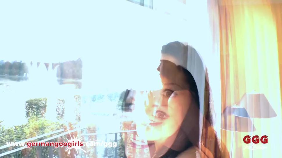 GERMANGOOGIRLS - Juliette BTS in Hotel during her Gangbang Bukkake