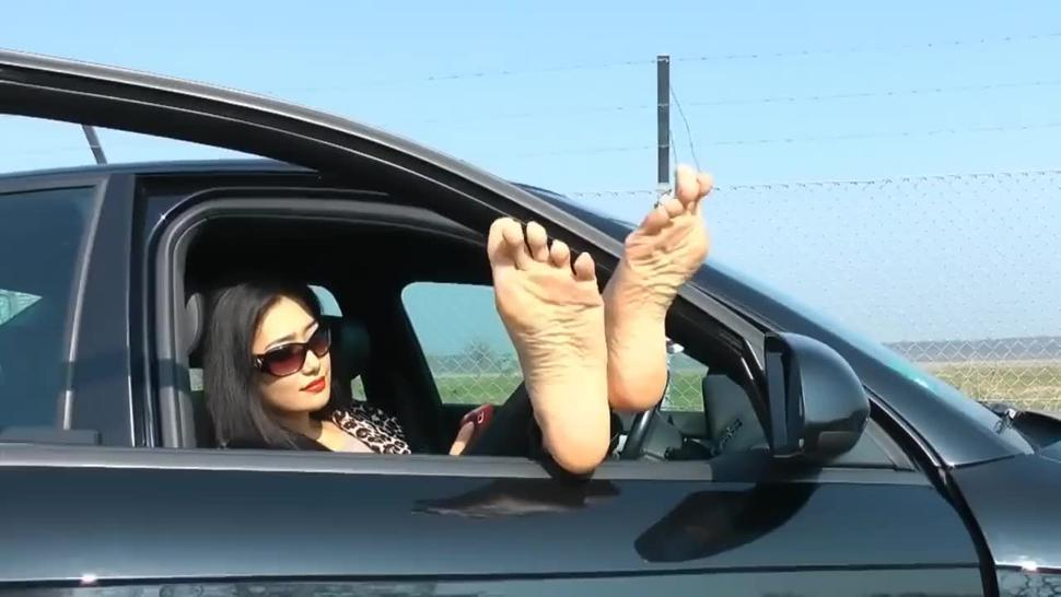 Foot Goddess Leyla - The Foot Lady