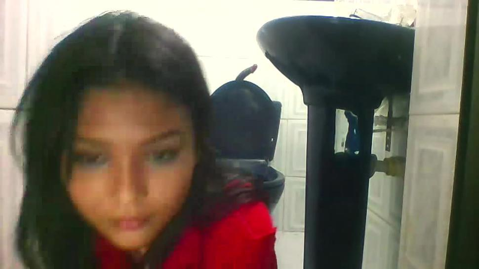 Cam Model Gaby_lopez Crazy Submissive Show in Bathroom pt 1 Acting like dog