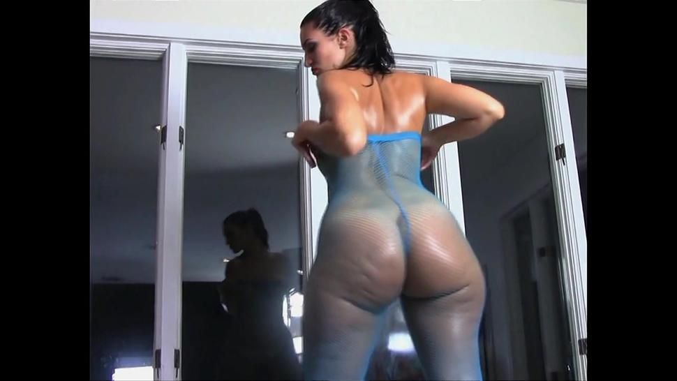 Molly Rosee Divine stripping naked