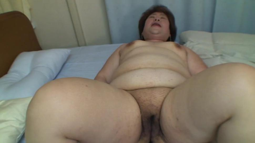 Guy fingers hairy asian pussy