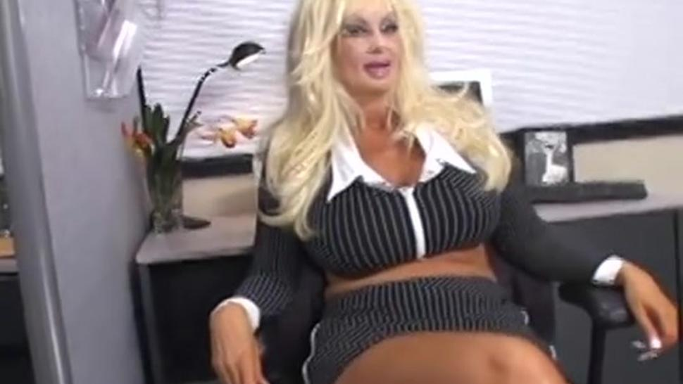 Blond MILF Brittany O'neil masturbates with a rubber dick
