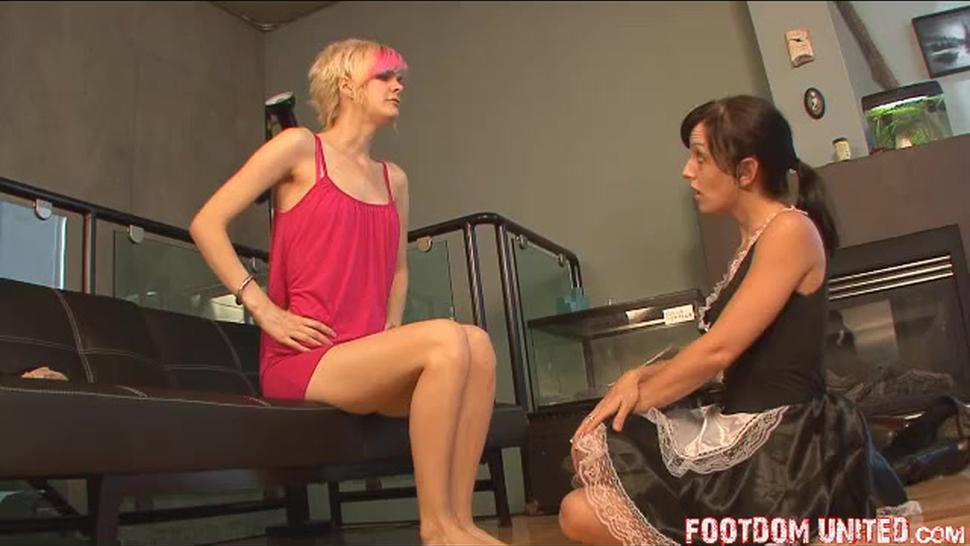 Mistress Stacey pantyhose feet worship