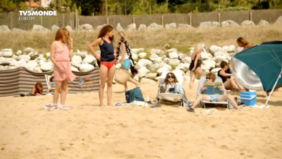 Juliet Lemonnier nude - Margaux Rossi nude - Hotel de la plage s01-02 - 2014-2015