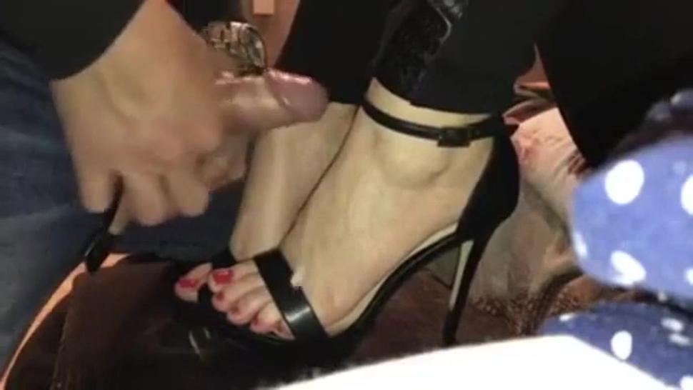 cuming on feet