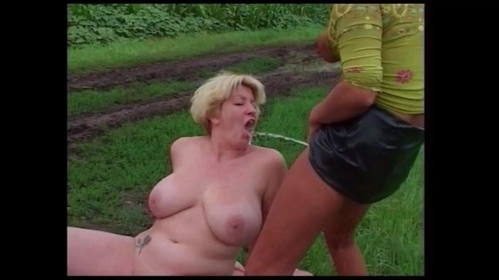 Clip pee outdoor game girls-3