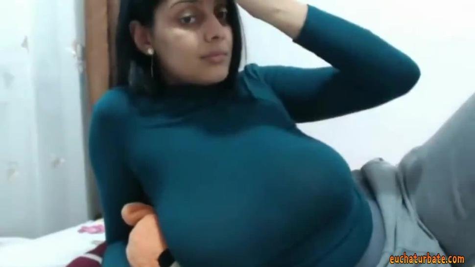 **** Any one know her name???  PLZ Comment *****