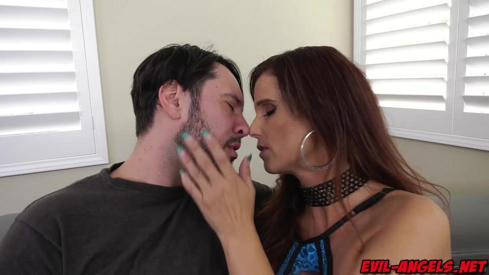 Thick MILF Syren De Mer DOUBLE ANAL gangbanged