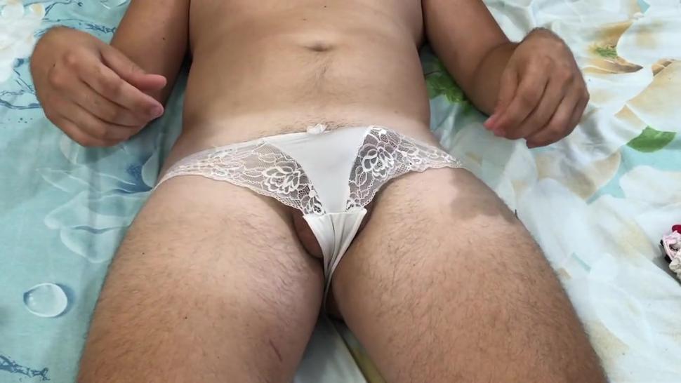 I really like to wear women's panties