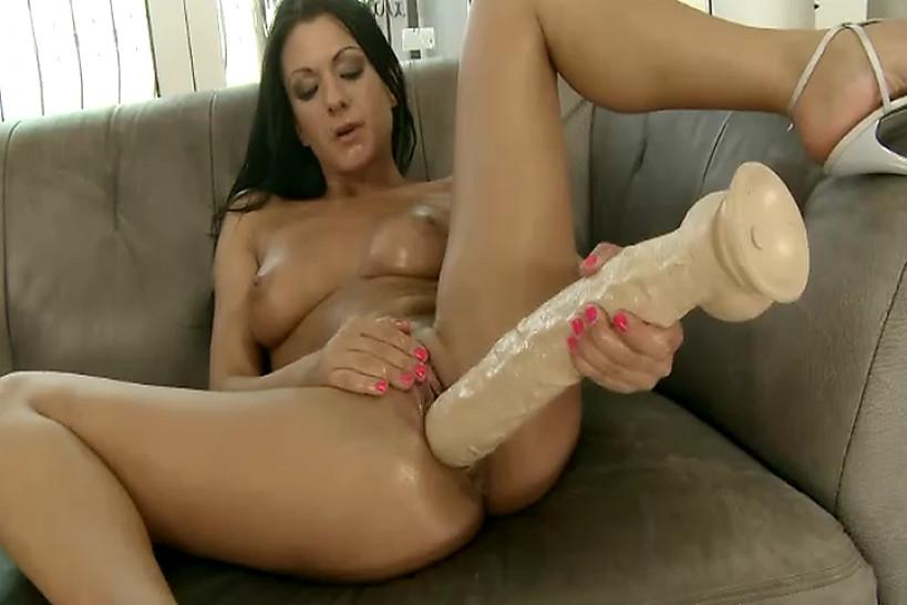 Teen/lesbian/use on clit toy fist