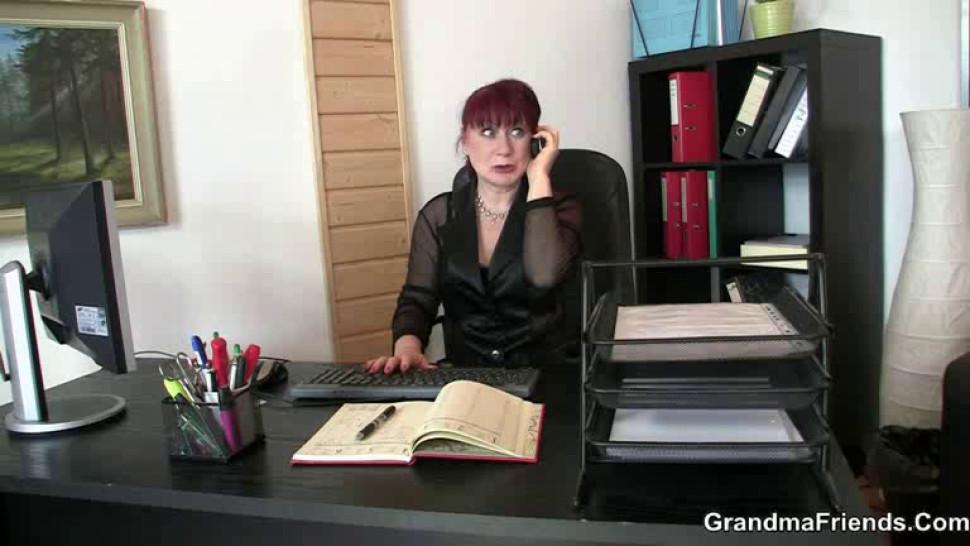 GRANDMA FRIENDS - Old office bitch pleases two cocks at once