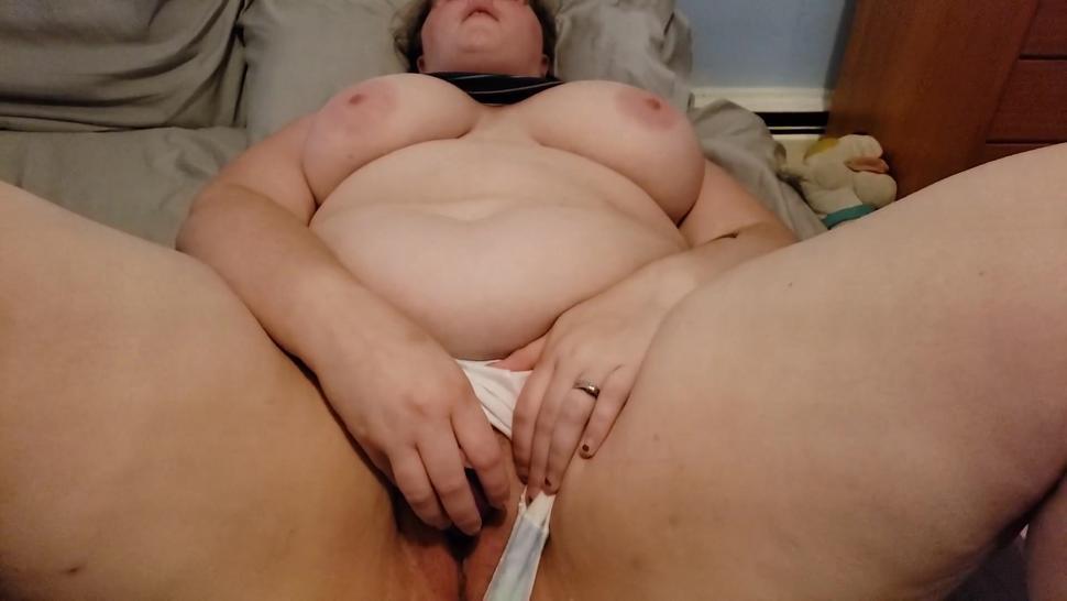 BBW Solo Orgasm an Pussy Squirt