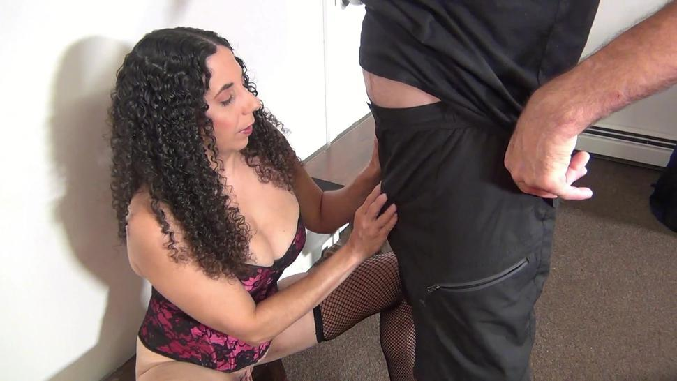 Hot Wife Suzie Gives an Amazing Blow Job