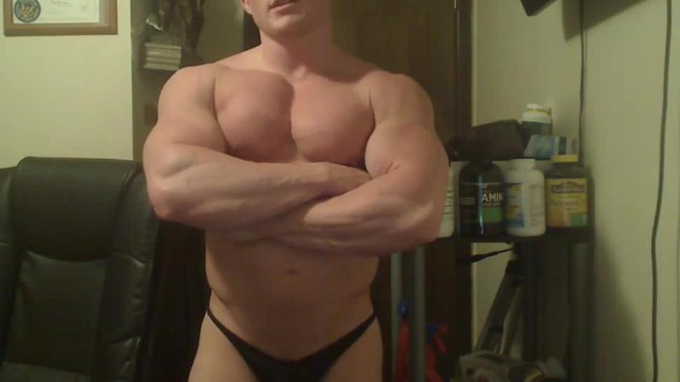 Dominant Blonde Bodybuilder In A Poser