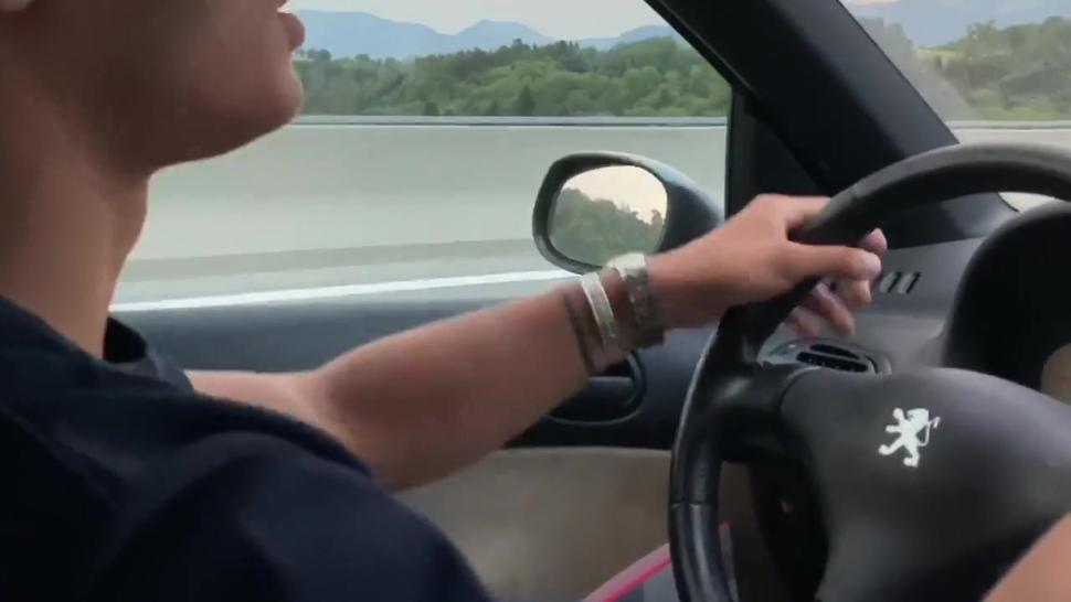 TEASER Mon mec me surprend entrain de baiser avec un motard sur une Aire D'autoroute !