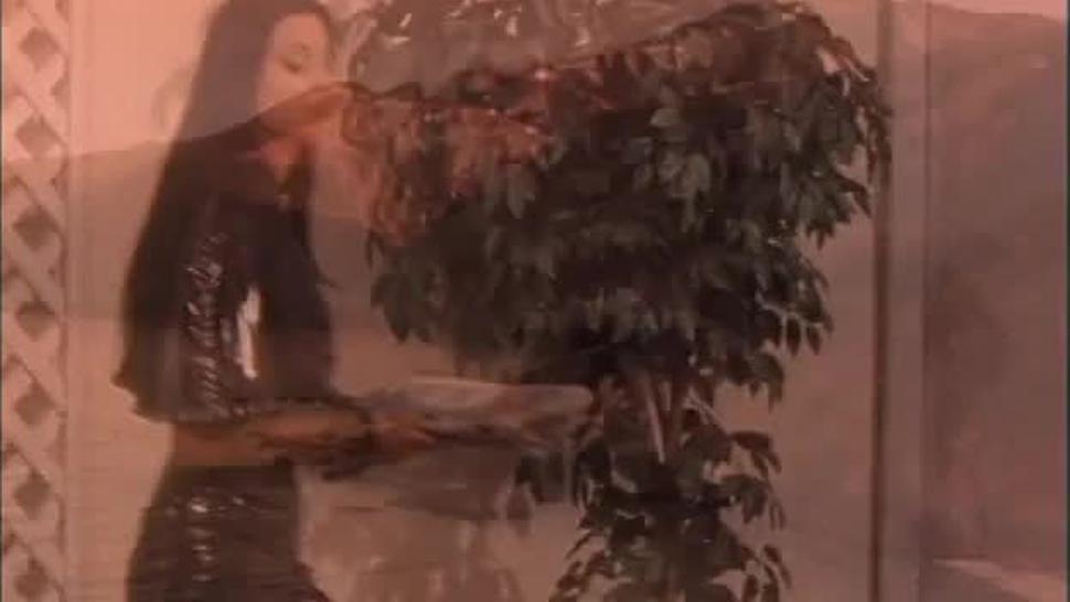 Syren, Holly Hollywood, Ava Vincent & Nikita Denise - Les Vampyres 2