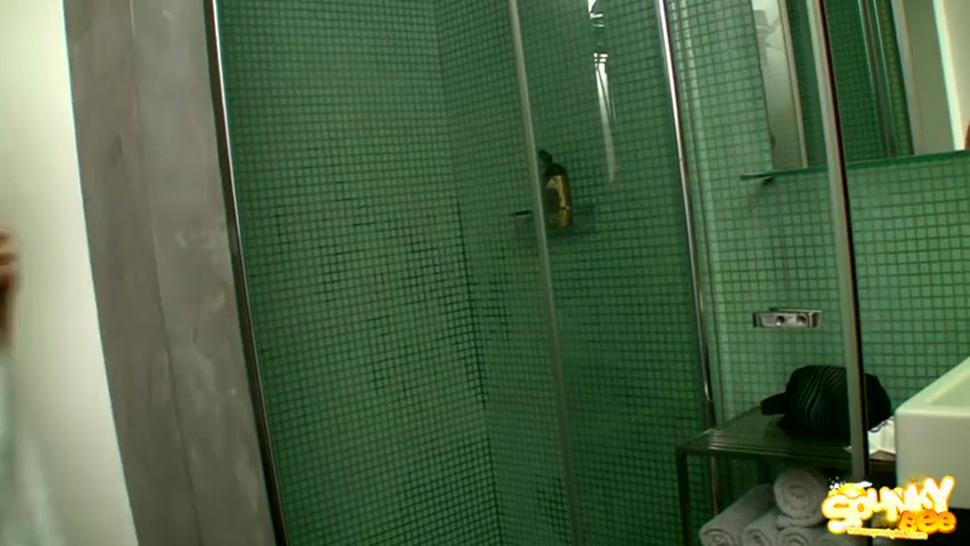 Hot Teen Fucked Under Shower - Abigaile Johnson