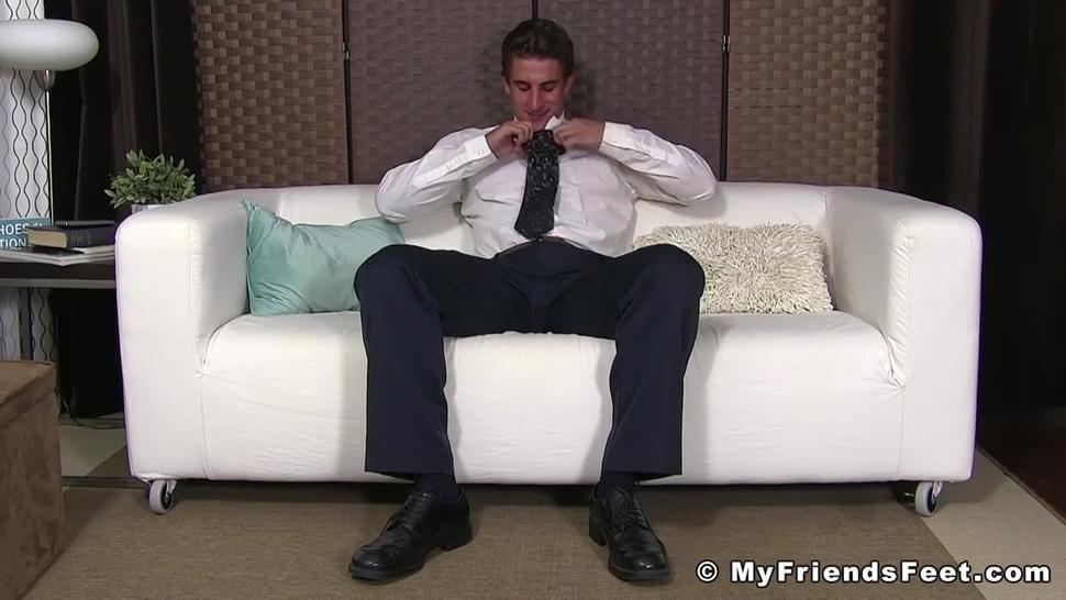 Businessman Darren shows off feet while jerking off solo