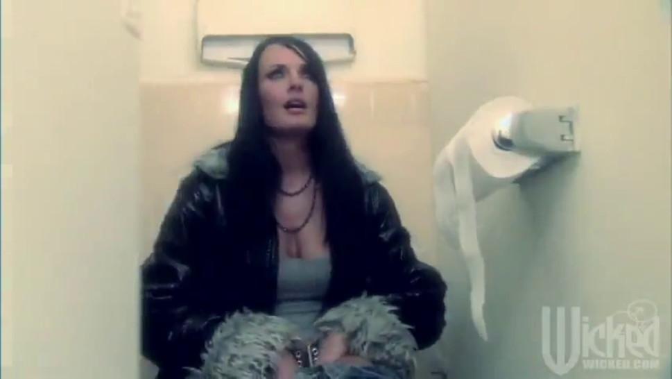 Alektra Blue Fucked in a bathroom