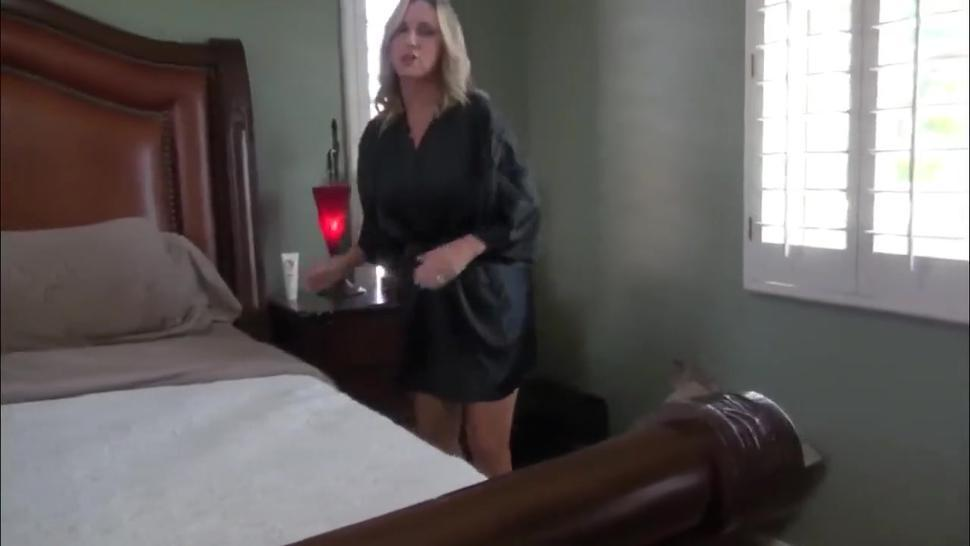 Stunning mature woman gets creampie POV