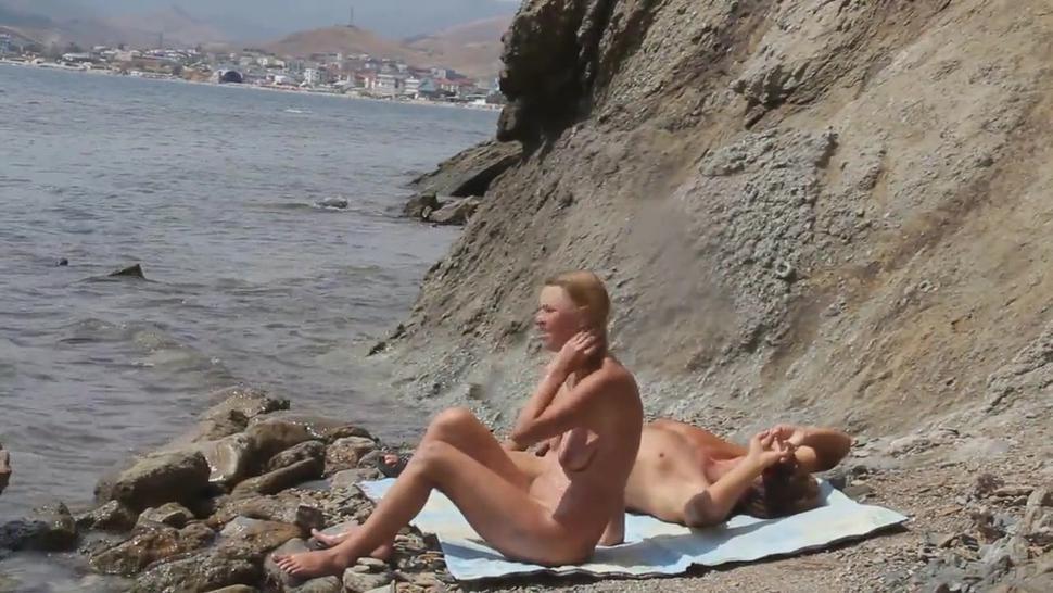 Threesome With Blonde Cougar Fuck Nudist Beach Spycam