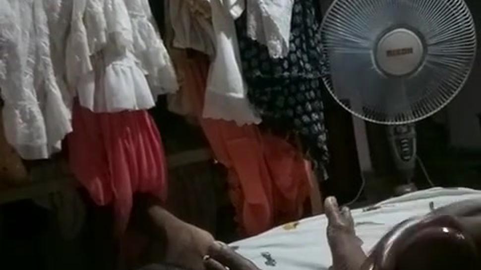Aunty gives a oily handjob