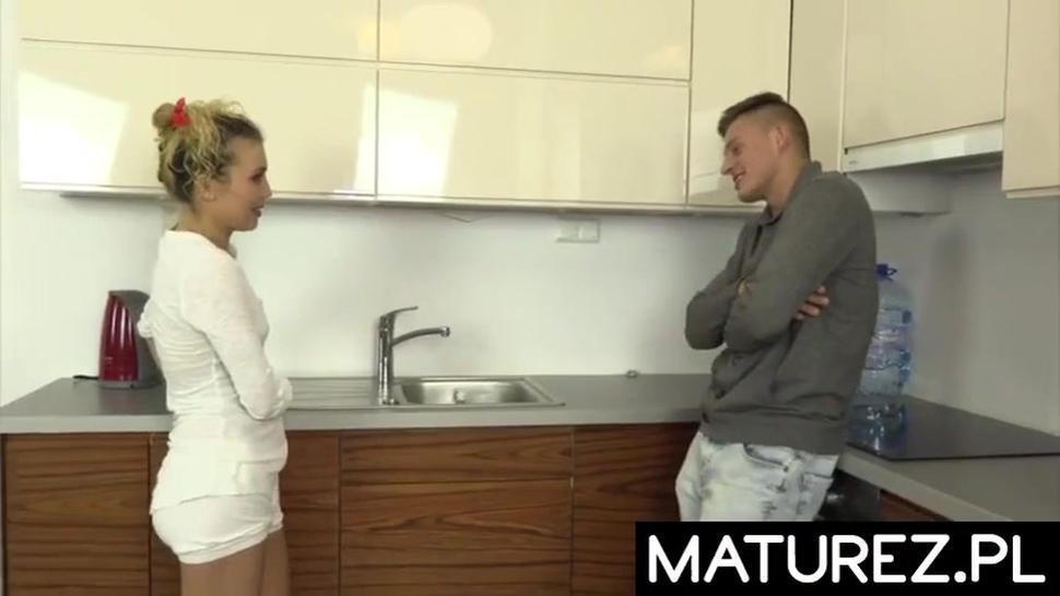 POLISH MILF - Fajna Mamuska Ruchana W Kuchni
