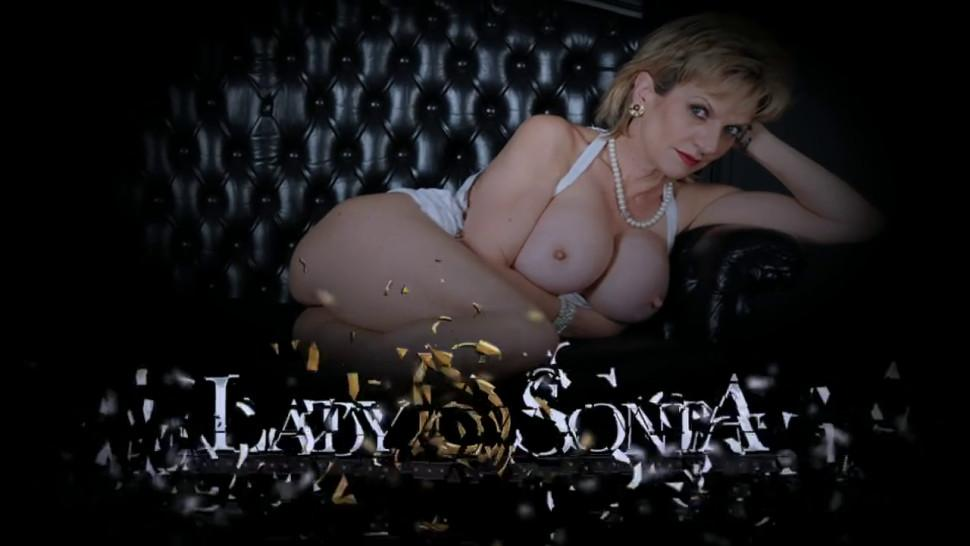 Mature Lady Sonia oils up her big boobs