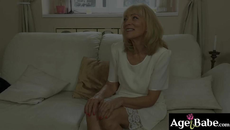 Granny Szuzanne moans as Jason pounds and cums on her vintage pussy