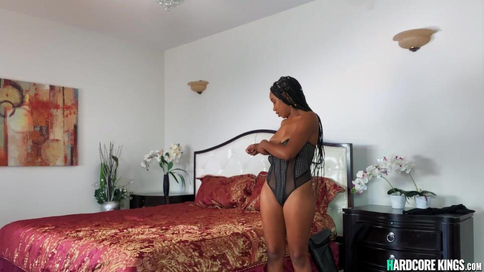 Alt lesbian tribbing big booty ebony