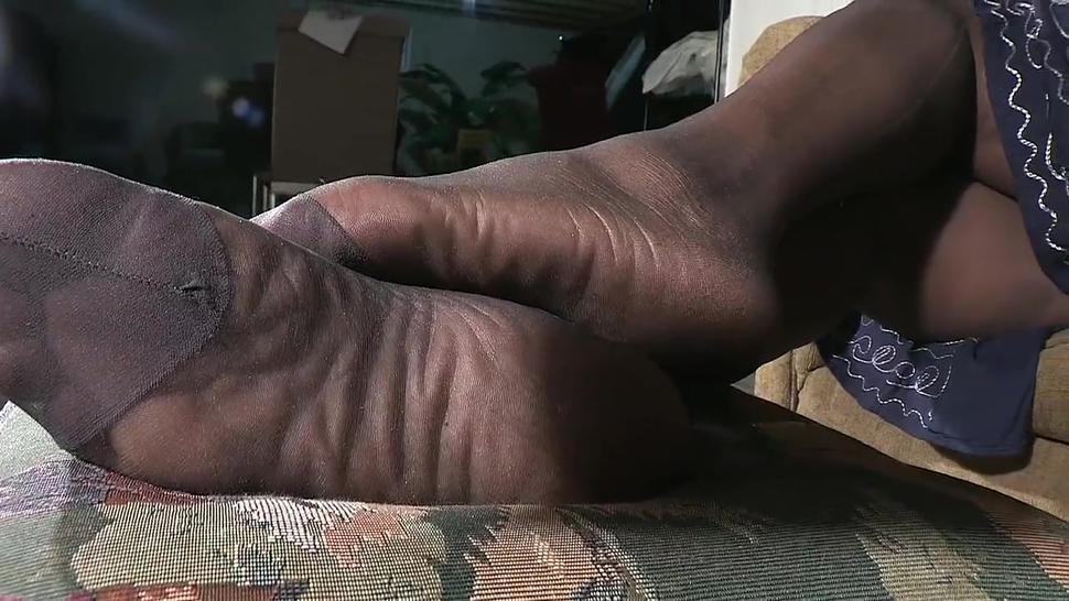 smelly nylon pantyhose feet