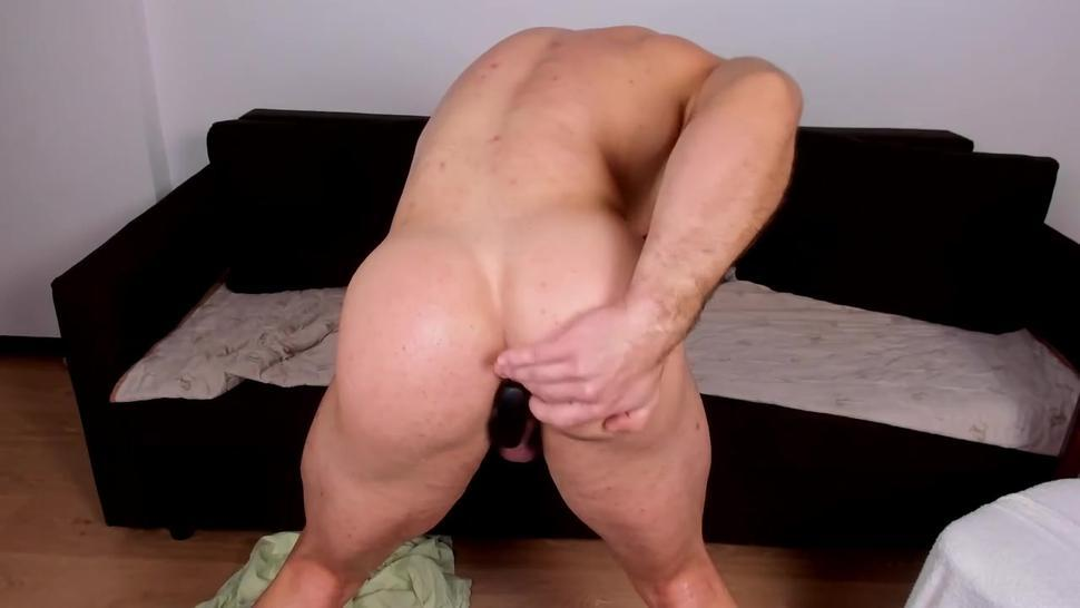 Handsome with bubble muscle butt on cam plays with fans