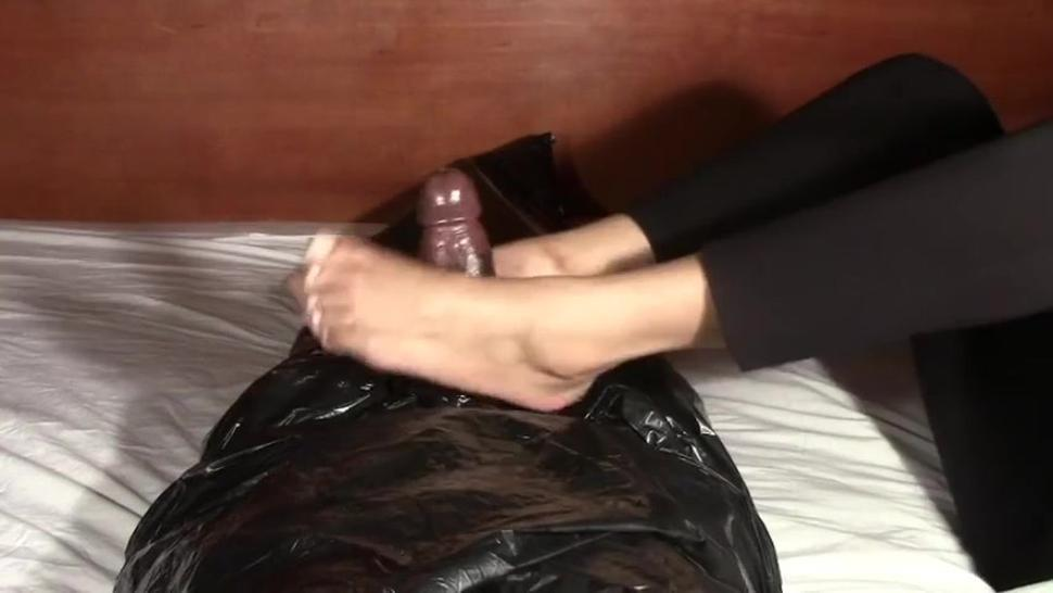 Guy cums twice from handjob and footjob from a light-skinned chick