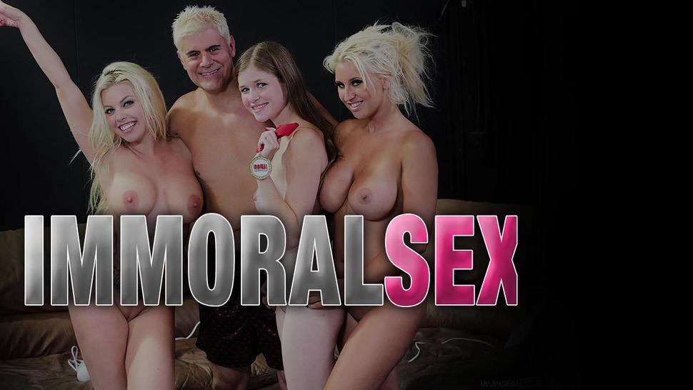Porn slut gets creampied live