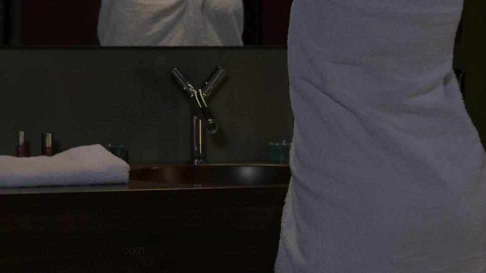 Blonde Lady In Bathroom Love Action - Samantha Jolie