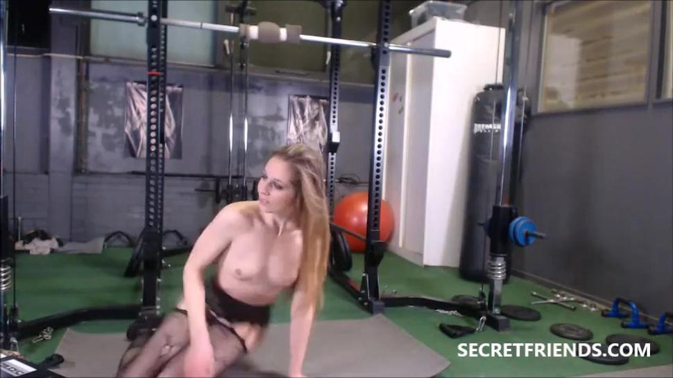 Verona van de Leur - Dutch Blonde Naked Workout