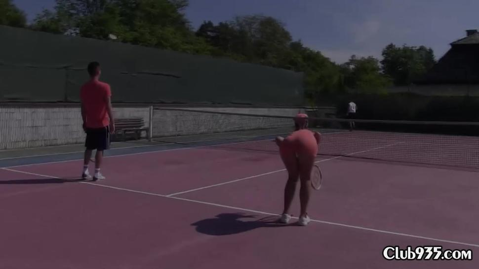 Two tennis chicks screwed on the court