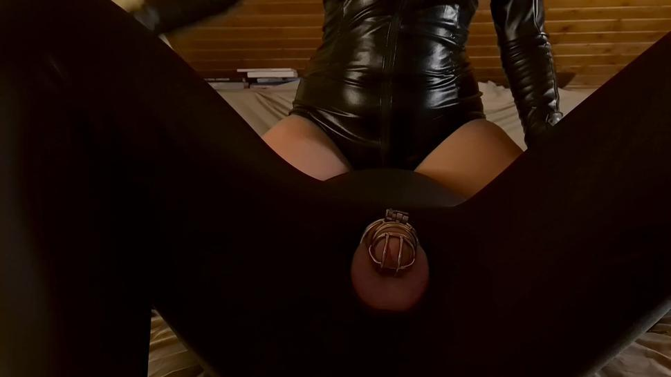 Sex/leather a gives chastity gloves