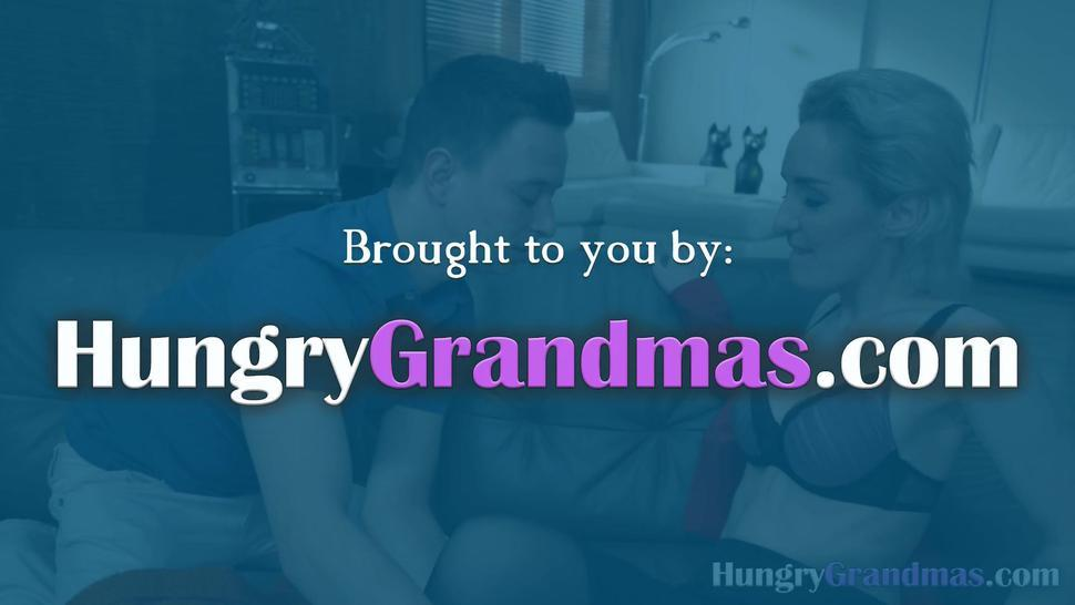 Horny granny with a beautiful body getting fucked