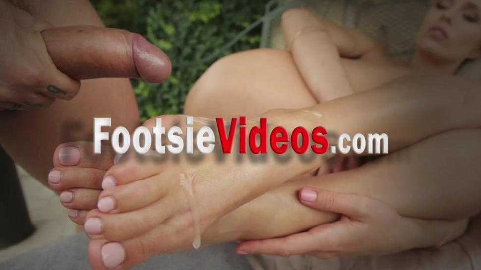 Babe rubs cock with feet and gets fuck