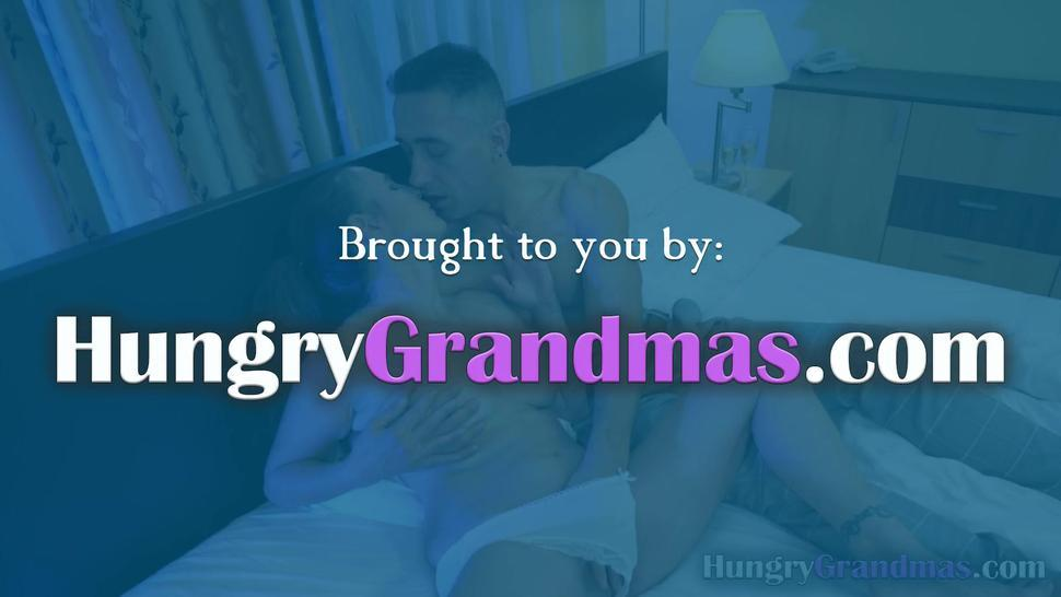 Granny with a nice booty enjoying hardcore sex