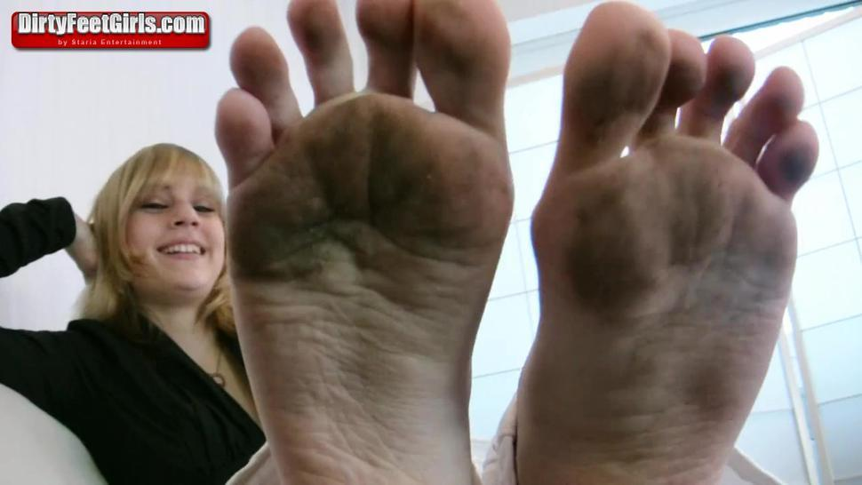 Blonde Gets Nasty Feet Licked