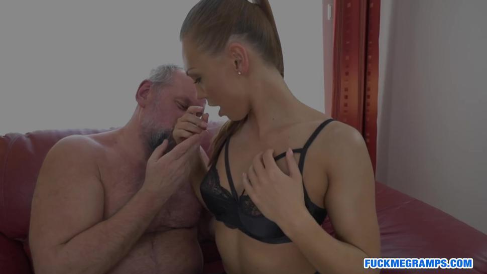 Bootylicious blonde stunner adores mature cock