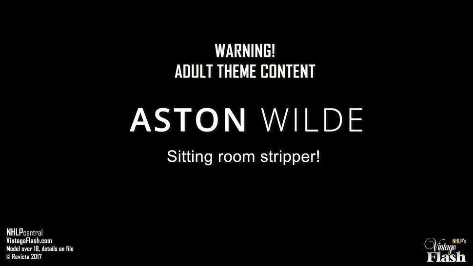 Vintage Girl With Sexy Stockings - Aston Wilde