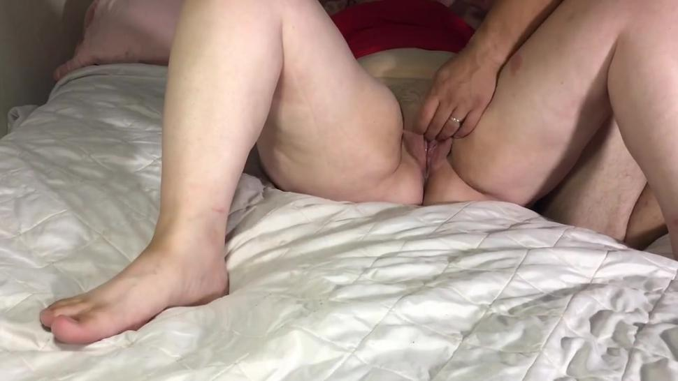 Curvy wife strokes out huge load while getting fingered