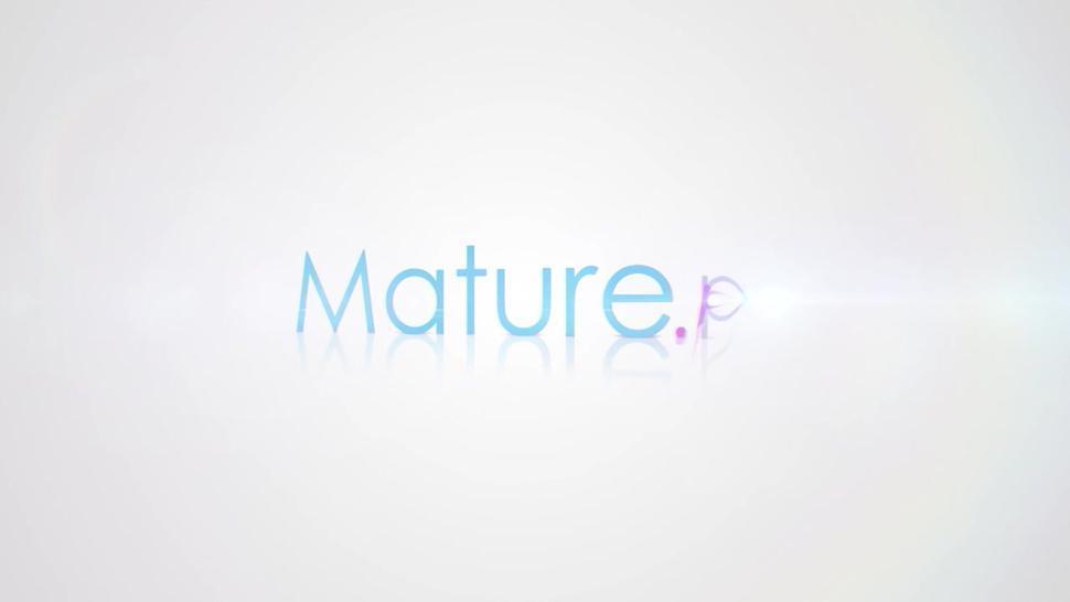 Mature.nl - Fresh mature lady fingering herself