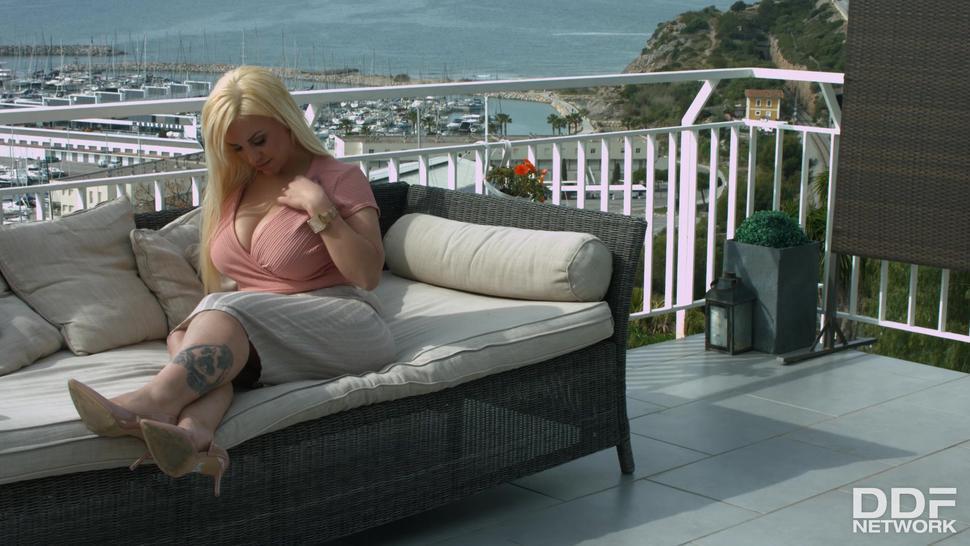 Blowjob On Terrace - Blondie Fesser